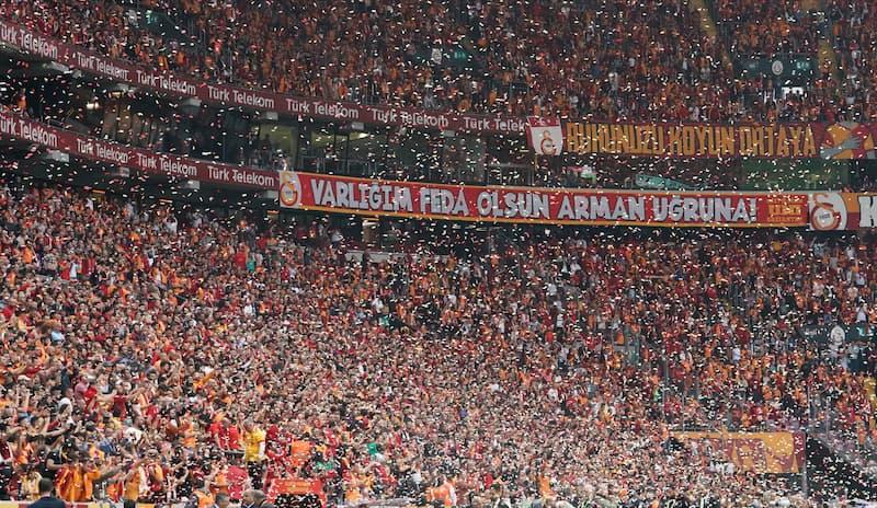 Hexenkessel Galatasaray Stadion.
